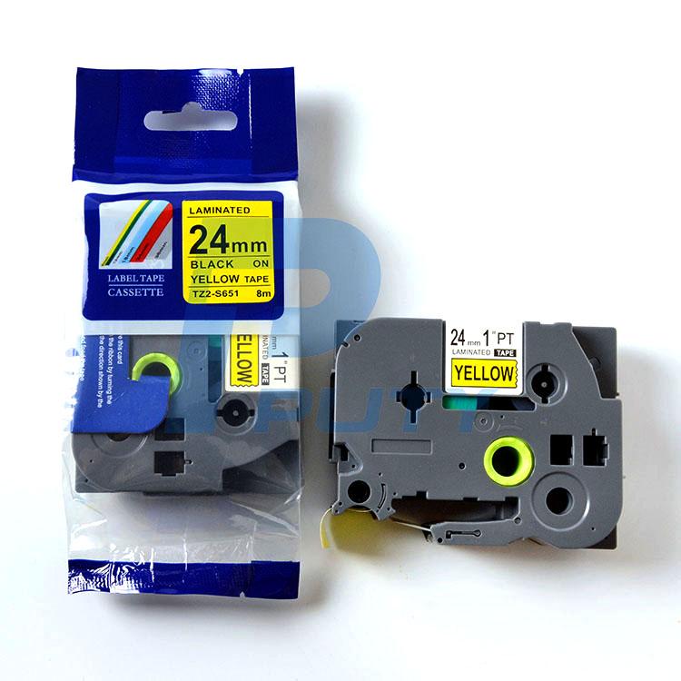 Nhãn in TZ2-S651 / Nhãn siêu dính 24mm / Chữ đen nền vàng